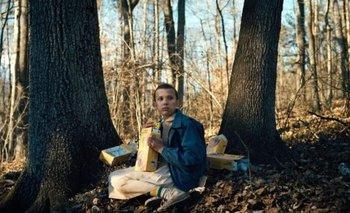 Eleven, el personaje que interpreta Millie Bobby Brown, comiendo waffles
