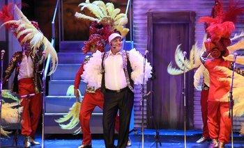"""Ariel Sosa, durante el último concurso en el que Zíngaros ganó el primer premio, en la parodia de Julio """"Kanela"""" Sosa.<br>"""