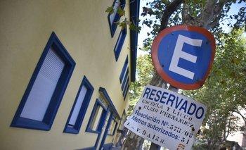 <b>El colegio Elbio Fernández tuvo cambios en su espacio reservado para estacionamiento</b>