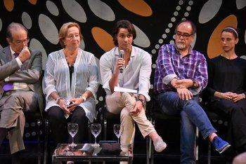 Habla Igor Yebra; a la derecha está Hugo Millán