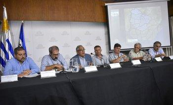 El ministro Enzo Benech y sus colaboradores informan sobre la emergencia agropecuaria