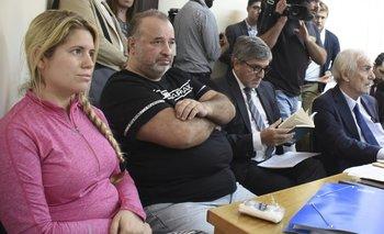 Paola Fiege y Marcelo Balcedo en una de las audiencias junto a sus exabogados Alejandro Balbi y Víctor Della Valle