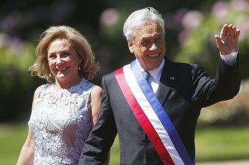 El presidente chileno, Sebastián Piñera, acompañado de su esposa Cecilia More. Foto EFE