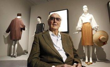 """El diseñador francés Hubert de Givenchy, leyenda de la alta costura para quien """"el vestido debe acomodarse al cuerpo de la mujer"""", murió el pasado sábado a los 91 años."""