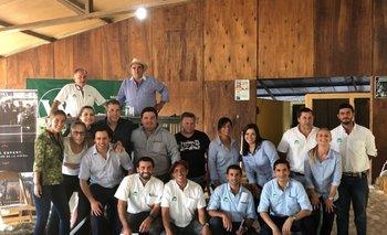 Durante el remate de productos de Gavroche, personal de Walter Hugo Abelenda y de firma vendedora