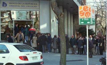 El 5 de agosto de 2002 las entidades bancarias reabrieron sus puertas en la mañana.