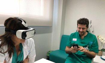 Prueba del uso de realidad virtual en el Hospital de Torrejón en Madrid con los doctores Mari Cruz Martín y Gabriel Heras
