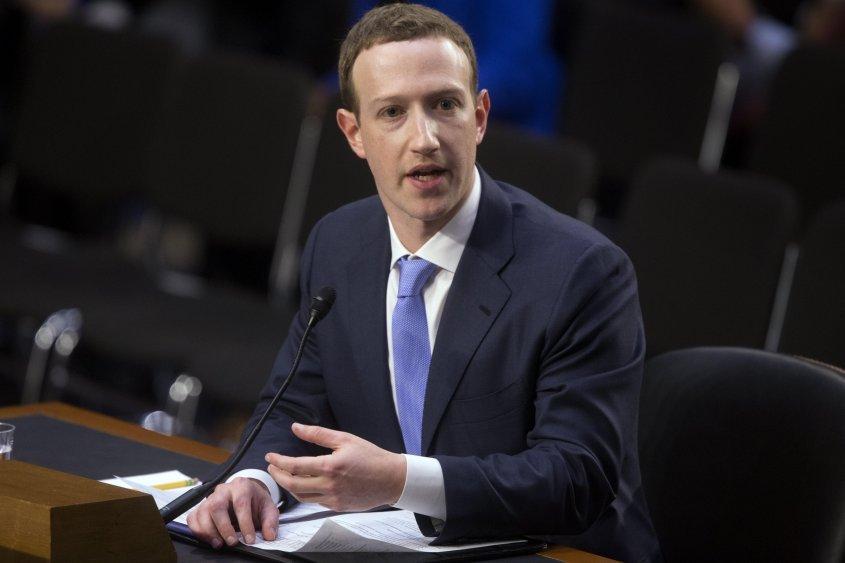 Accionistas de Facebook quieren destituir a Mark Zuckerberg