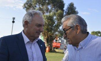 El presidente de ARU, Pablo Zerbino, junto al ministro Enzo Benech este miércoles en la Expo Melilla.