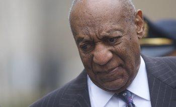 Bill Cosby saliendo del juzgado en abril de 2018<br>