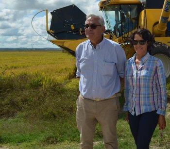 La productora Graciela Pereyra junto con el ministro de Ganadería, Agricultura y Pesca, Enzo Benech.<br>