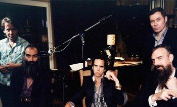 Nick Cave junto a su banda The Bad Seeds<br>