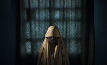 El fotógrafo de The New York Times Adam Ferguson retrató a un grupo de jóvenes secuestradas por el grupo terrorista islámico Boko Haram; Aisha (14) tenía asignada una misión suicida pero logró escapar. La imagen estuvo entre las seis finalistas del premio a Foto del año<br><br>