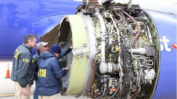 """This photo obtained April 18, 2018 courtesy of the National Transportation Safety Board shows NTSB investigators on scene examining damage to the engine of the Southwest Airlines plane on April 17, 2018. Catastrophic engine failure on a Southwest Airlines flight from New York to Dallas killed a mother-of-two and forced an emergency landing April 17, 2018, the first fatal incident in US commercial aviation for nearly a decade.The Boeing 737-700 took off without incident but minutes into the flight, passengers heard an explosion in the left engine, which sent shrapnel flying through the window, shattering the glass and leading oxygen masks to drop, witnesses said. - RESTRICTED TO EDITORIAL USE - MANDATORY CREDIT """"AFP PHOTO / NATIONAL TRANSPORTATION SAFETY BOARD/HANDOUT"""" - NO MARKETING NO ADVERTISING CAMPAIGNS - DISTRIBUTED AS A SERVICE TO CLIENTS / AFP / National Transportation Safety Board / Handout / RESTRICTED TO EDITORIAL USE - MANDATORY CREDIT """"AFP PHOTO / NATIONAL TRANSPORTATION SAFETY BOARD/HANDOUT"""" - NO MARKETING NO ADVERTISING CAMPAIGNS - DISTRIBUTED AS A SERVICE TO CLIENTS"""