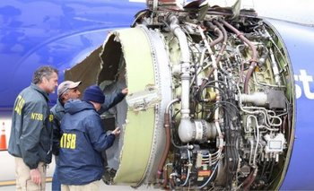 "This photo obtained April 18, 2018 courtesy of the National Transportation Safety Board shows NTSB investigators on scene examining damage to the engine of the Southwest Airlines plane on April 17, 2018. Catastrophic engine failure on a Southwest Airlines flight from New York to Dallas killed a mother-of-two and forced an emergency landing April 17, 2018, the first fatal incident in US commercial aviation for nearly a decade.The Boeing 737-700 took off without incident but minutes into the flight, passengers heard an explosion in the left engine, which sent shrapnel flying through the window, shattering the glass and leading oxygen masks to drop, witnesses said. - RESTRICTED TO EDITORIAL USE - MANDATORY CREDIT ""AFP PHOTO / NATIONAL TRANSPORTATION SAFETY BOARD/HANDOUT"" - NO MARKETING NO ADVERTISING CAMPAIGNS - DISTRIBUTED AS A SERVICE TO CLIENTS / AFP / National Transportation Safety Board / Handout / RESTRICTED TO EDITORIAL USE - MANDATORY CREDIT ""AFP PHOTO / NATIONAL TRANSPORTATION SAFETY BOARD/HANDOUT"" - NO MARKETING NO ADVERTISING CAMPAIGNS - DISTRIBUTED AS A SERVICE TO CLIENTS"