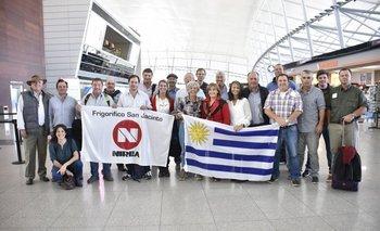 El grupo viajero de Frigorífico San Jacinto en el Aeropuerto de Carrasco en su partida a Nueva Zelanda