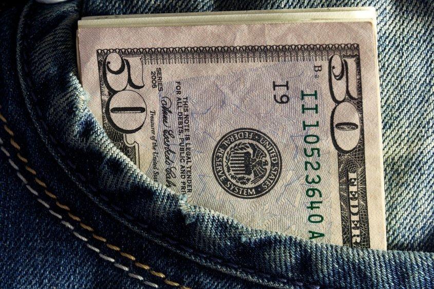 El dólar cayó 20 centavos y cerró la semana a 46,06 pesos