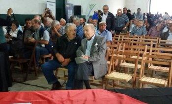 Los expresidentes José Mujica y Julio María Sanguinetti previo al inicio de la reunión lechera en Florida