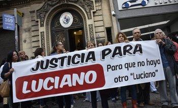 Familiares y amigos de Luciano se manifestaron en el juzgado el viernes 20