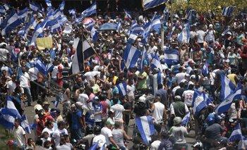 El gobierno de Daniel Ortega se resiste a convocar elecciones anticipadas y el Ejército anunció que no reprimirá las protestas