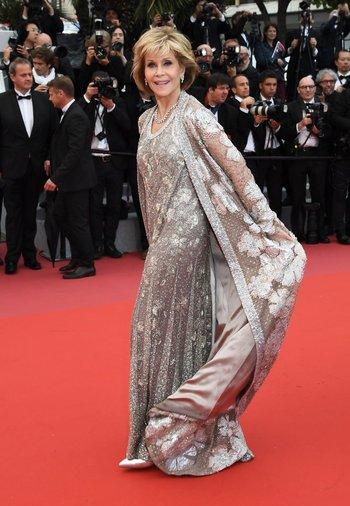 La actriz estadounidense Jane Fonda posa mientras llega este lunes para la proyección de la película <i>BlacKkKlansman </i>en la 71ª edición del Festival de Cannes