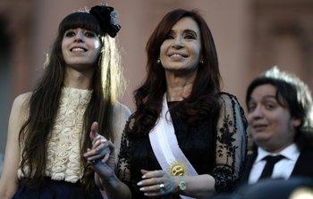 Cristina Fernandez y sus dos hijos, Máximo y Florencia