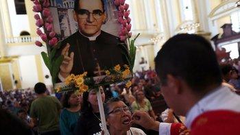 Monseñor Óscar Arnulfo Romero, nullel Santo de Américanull, se apresta a ser canonizado por el Vaticano.