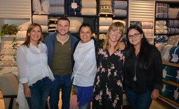 Alejandra Rios, Felipe Pastorino, Silvia Arévalo, Victoria Collins y Analia Ovando