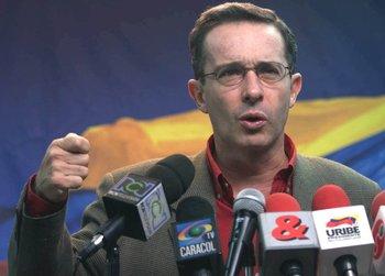 Álvaro Uribe llegó a la presidencia de Colombia el 7 de agosto de 2002.