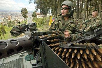 El día de la posesión de Uribe se desplegó un enorme operativo de seguridad en Bogotá por las amenazas de las FARC.