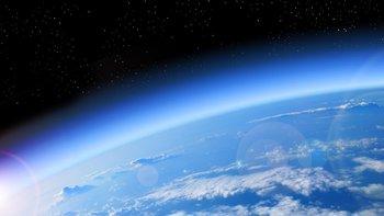 El ozono nos protege de los rayos dañinos del Sol.