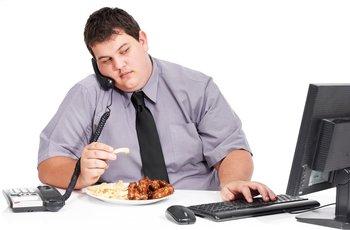 Las malas prácticas laborales generan malos hábitos alimenticios.