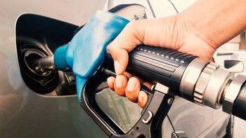 Los consumidores de los países que compran petróleo verán incrementos en el precio de la gasolina.