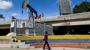Venezuela produce 1,4 millones de barriles al día.
