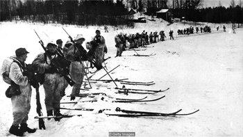Las tropas soviéticas eran mucho más numerosas que las finlandesas en la Guerra del Invierno, de 1939 a 1940. En esta fotografía de octubre de 1939 se ve a soldados finlandeses cerca de la frontera con Rusia. (Foto de Hulton Archive/Getty Images)
