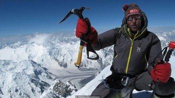 Veikka Gustafsson en la cima de Gasherbrum I (8.080m) en Pakistán. El finlandés dice que admira a la gente de la etnia Balti por su sisu.