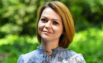 Yulia Skripal durante una entrevista televisiva en mayo de este año. Todavía son visibles las marcas en la tráquea resultado de la asistencia respiratoria que recibió durante su tratamiento.