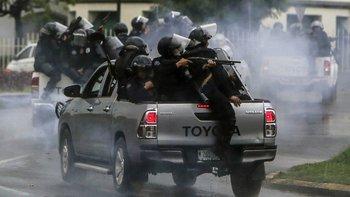 La organización señala a grupos parapoliciales, a la Policía Nacional y a las fuerzas antimotines como responsables de muchas de las muertes.