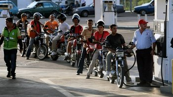 La gasolina continúa siendo muy barata en Venezuela.