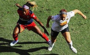 Jaelene Hinkle (a la derecha) ha sido convocada por la selección estadounidense en ocho ocasiones.