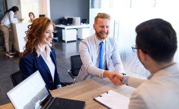 Cuando uno empieza un nuevo trabajo, el empleador tiende a hacer una serie de promesas que no están necesariamente incluidas en el contrato escrito.