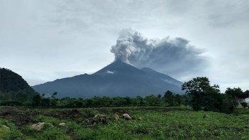 Al menos siete personas murieron tras la erupción del volcán de Fuego en Guatemala.