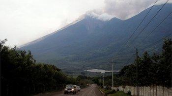 La erupción del volcán provocó una espesa nube de cenizas de unos 10.000 metros de altura.