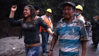 Las autoridades pidieron a los habitantes que no acerquen al volcán en unos 200 metros.