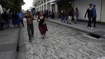La Ciudad de Guatemala se cubrió de cenizas.