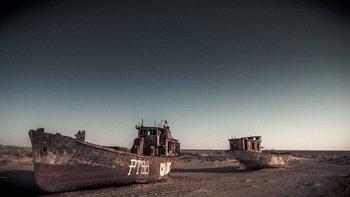 La antigua costa de Moynaq es ahora un cementerio de barcos oxidados.