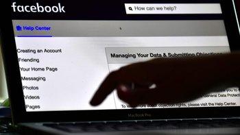Facebook intenta recobrar la confianza del público tras el escándalo por el traspaso de datos de millones de usuarios a otras empresas.