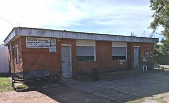 Fachada de la Policlínica Lancasteriana, ubicada en la calle Máximo Tajes, esquina Lancasteriana, en el barrio Carrasco Norte
