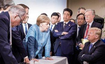 En su cuenta de Instagram, Merkel publicó esta imagen de una reunión nullespontáneanull durante la cumbre del G7.