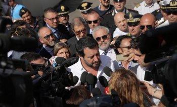 """El comunicado de los dos ministros asegura que Italia """"continuará salvando vidas humanas, mientras otros se equivocan"""""""